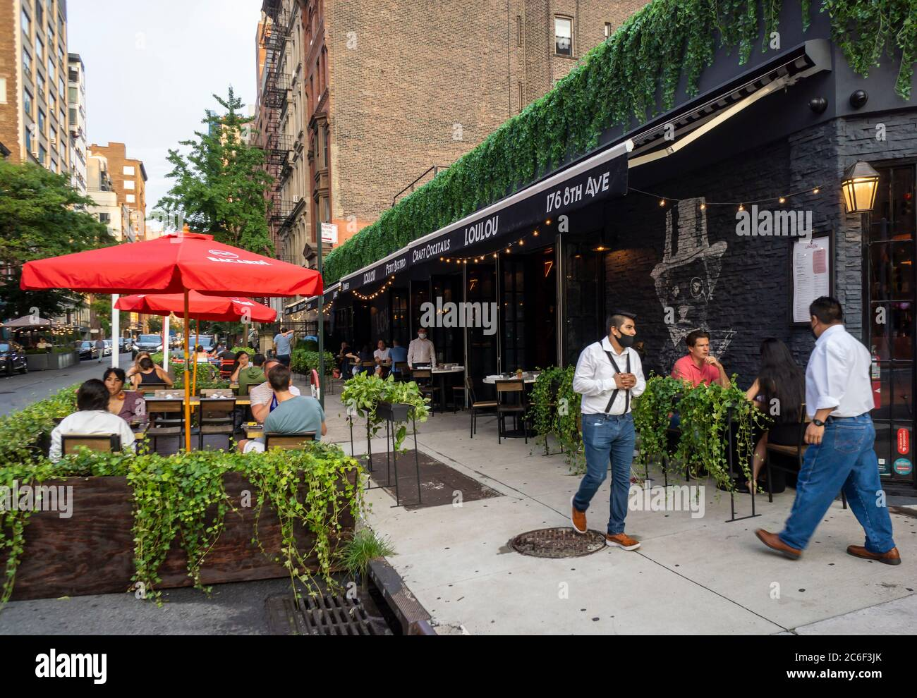 Outdoor dining at a restaurant in the Chelsea neighborhood in New York on Monday, July 6, 2020. While al fresco dining is now allowed, indoor dining as part of the Phase 3 reopening in New York City has been postponed due to coronavirus non-compliance concerns. (© Richard B. Levine) Stock Photo