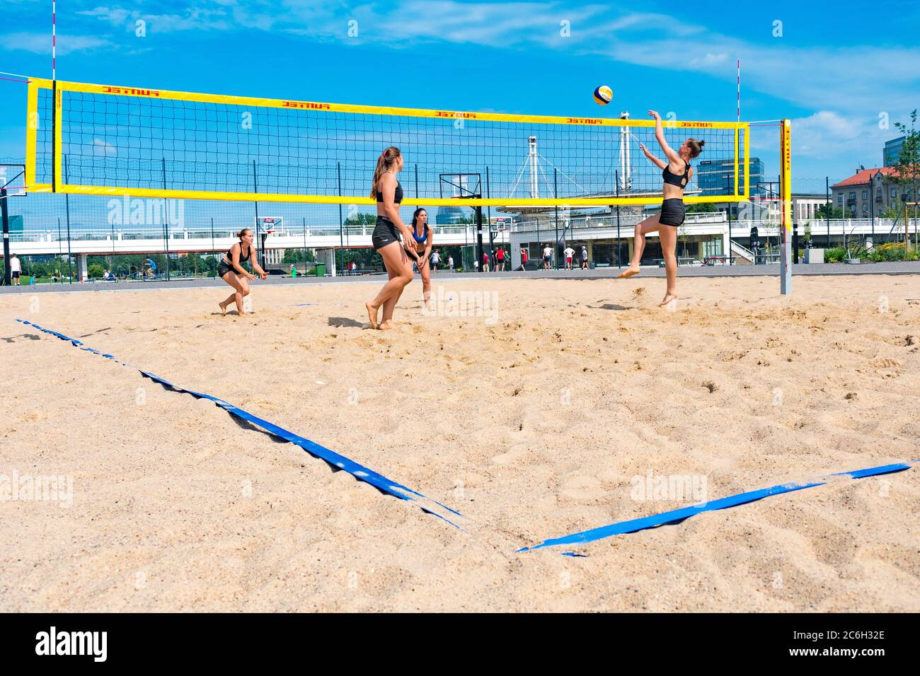 Page 3 Girls Playing Beach Volleyball High Resolution Stock Photography And Images Alamy