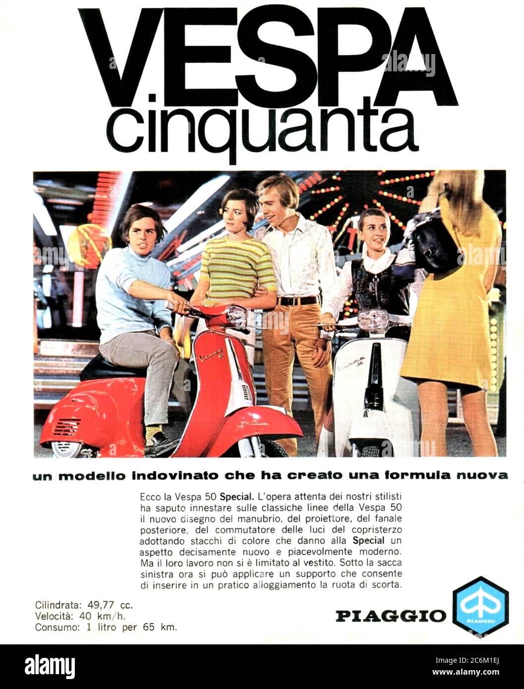 1970 , ITALY : The celebrated italian scooter VESPA 50 SPECIAL  by PIAGGIO industry , advertising . - SCOOTERS - motorino - moto -  INDUSTRIA - INDUSTRIALE - HISTORY -  foto storica - INDUSTRIALE - INDUSTRY - INDUSTRIA - ADVERTISING - pubblicità - moto - motociclismo - motorcycle - motoscooter - ANNI SETTANTA - '70 - 70's --- Archivio GBB Stock Photo