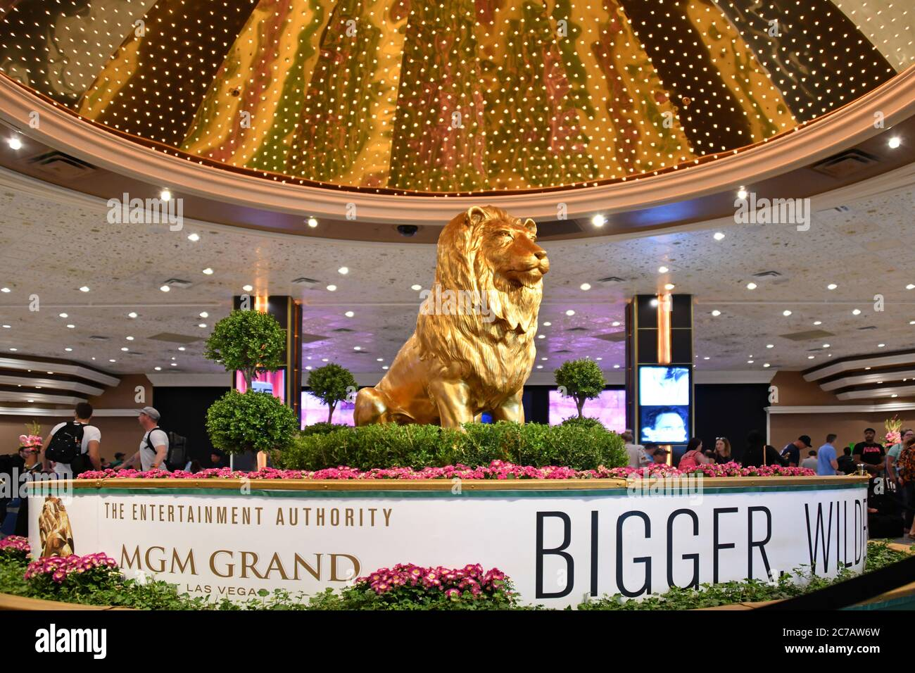 """Las Vegas, NV, USA - January 10th, 2018: A small bronze replica of the MGM """"Grand Lion"""". It is located in the hotel lobby. Stock Photo"""