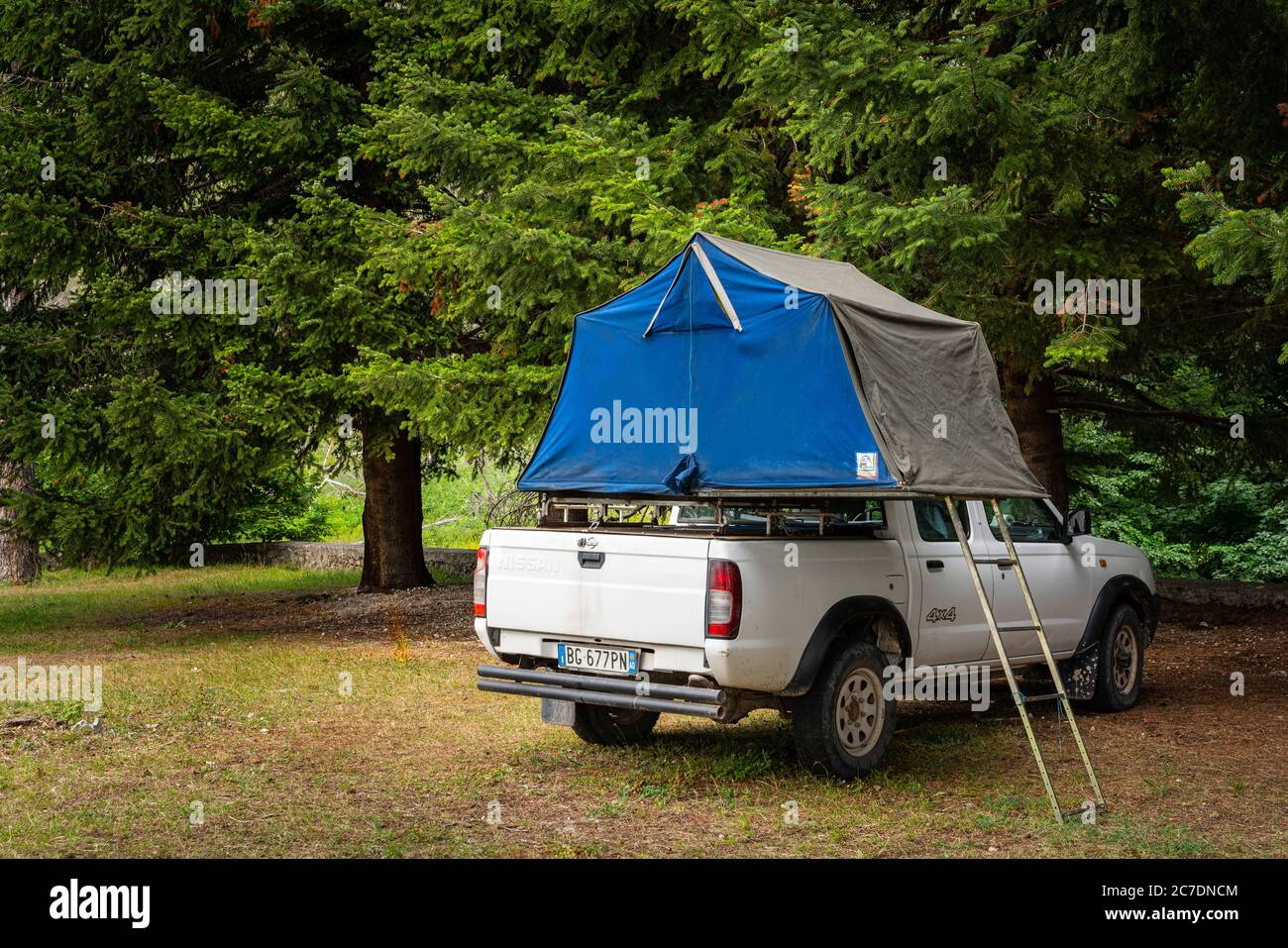 Car Camping Tent On The Rooftop Of An Nissan Suv In Mountains Stock Photo Alamy