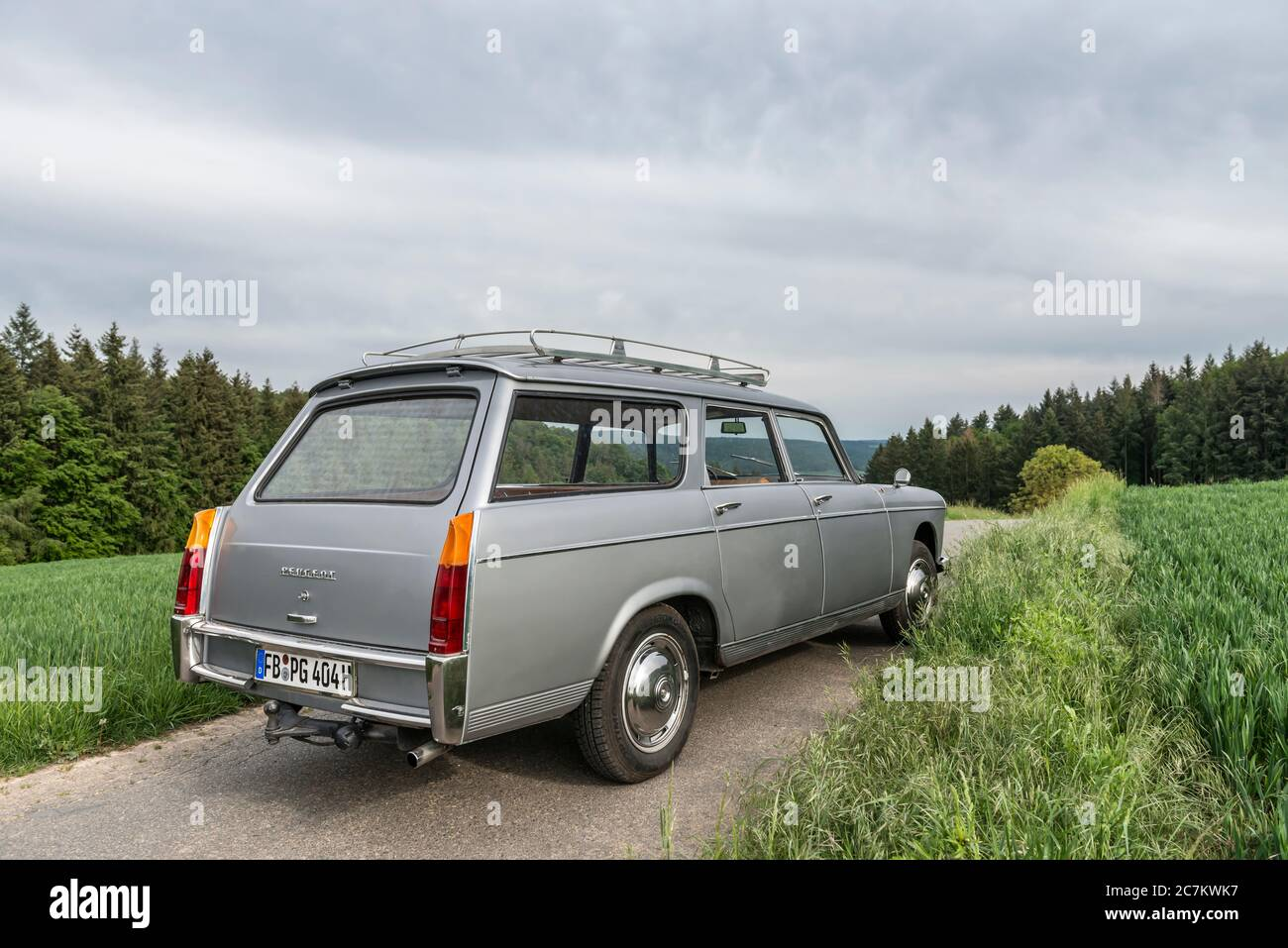 Breuberg, Hessen, Germany. Peugeot 404 station wagon, year of construction 1964, PS 80, displacement 1998, body designed by Pininfarina Stock Photo
