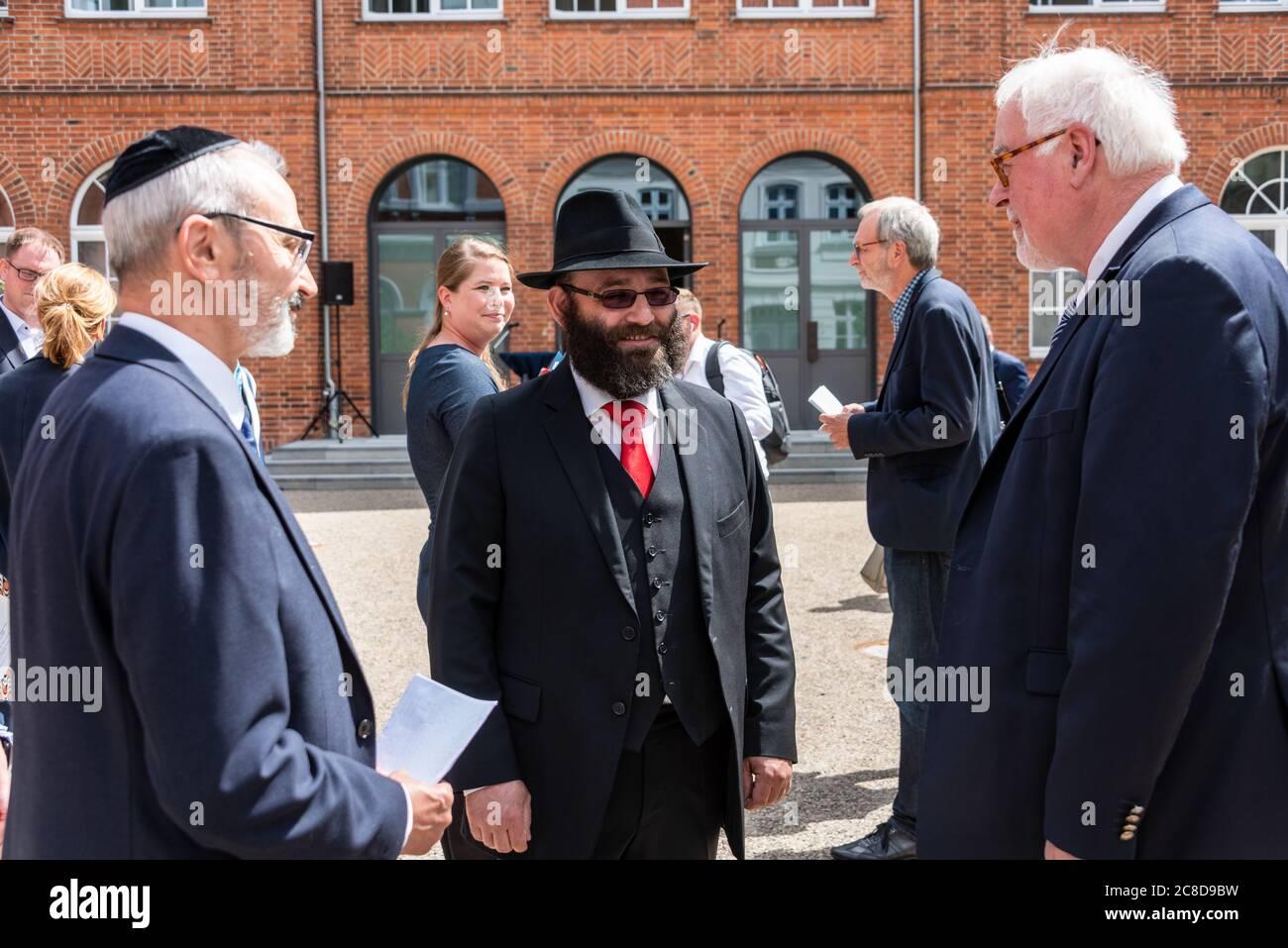 LÜBECK. Gemeinsam mit dem Beauftragten für jüdisches Leben in Schleswig-Holstein, Peter Harry Carstensen, besuchte Kulturministerin Karin Prien heute Stock Photo