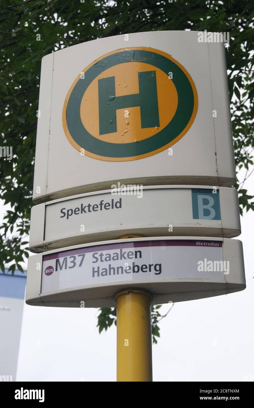 BVG-Haltestelle Spektefeld in Berlin-Spandau Stock Photo