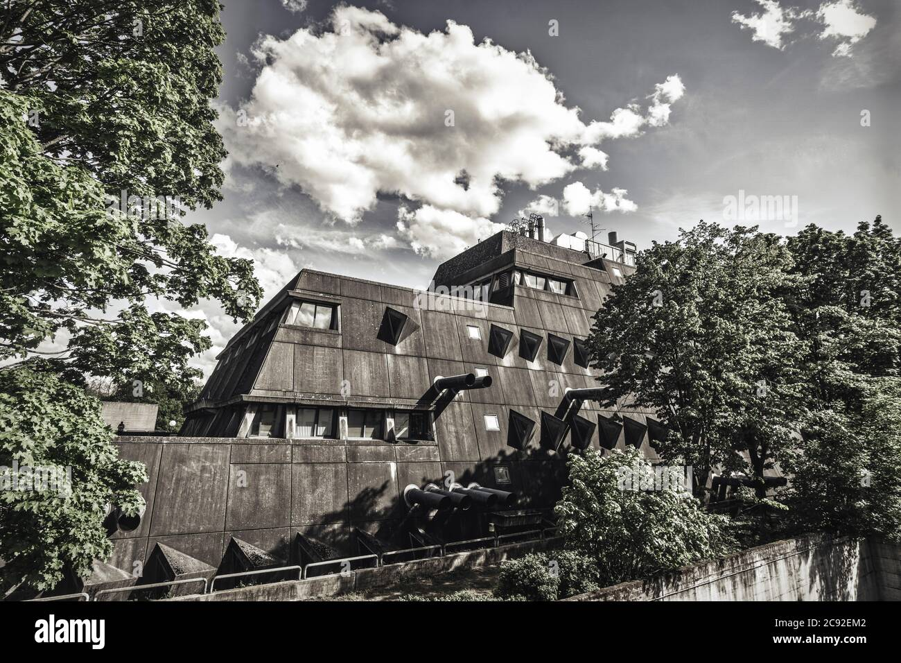 "The Central Animal Laboratory of the Freie Universitaet Berlin Steglitz Krahmerstr., brutalist architecture,  | ""Maeusebunker"" Tierversuchslabor, FU-B Stock Photo"