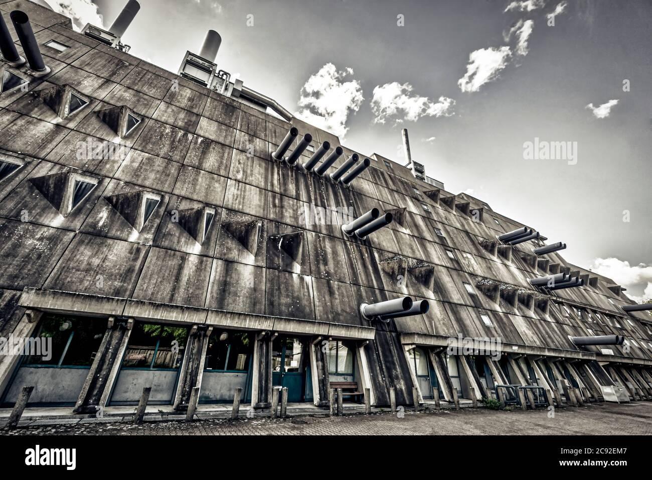 "The Central Animal Laboratory of the Freie Universitaet Berlin Steglitz Krahmerstr., brutalist architecture,    ""Maeusebunker"" Tierversuchslabor, FU-B Stock Photo"