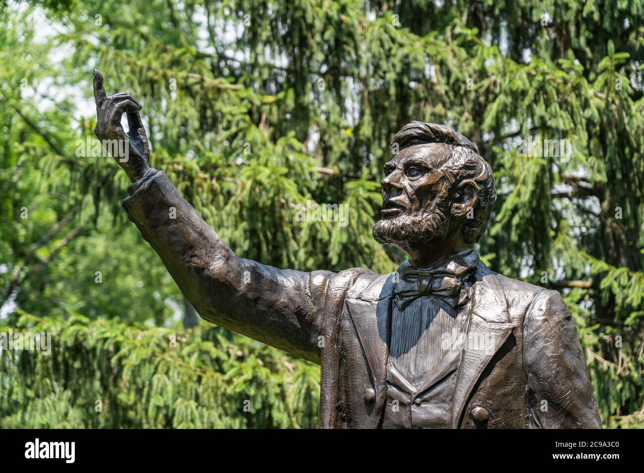 Valley Forge, PA - July, 3, 2020: Detail of the President Lincoln delivering the Gettysburg Address statue by Stan Watts at the Freedoms Foundation at Stock Photo