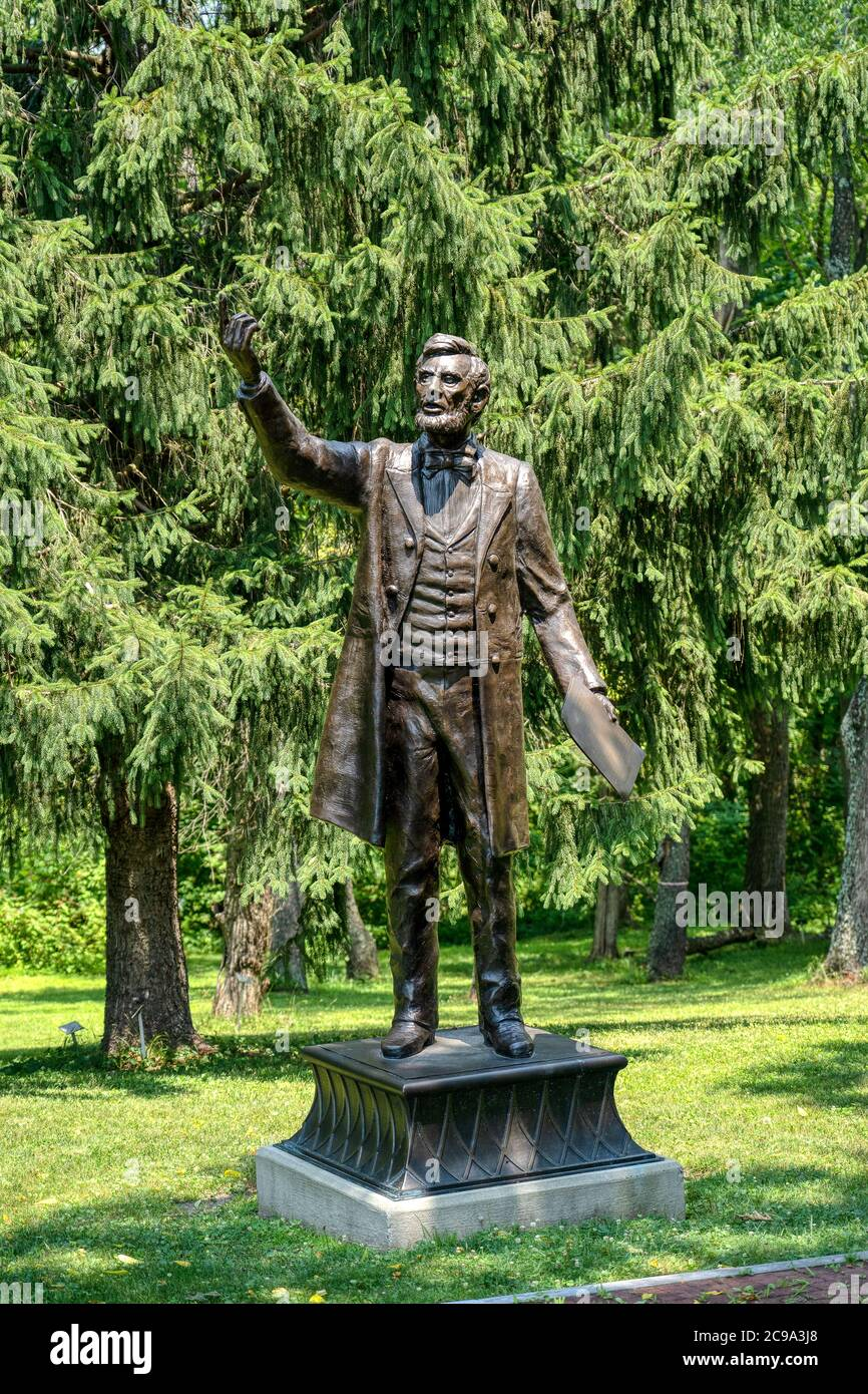 Valley Forge, PA - July, 3, 2020: President Lincoln delivering the Gettysburg Address statue by Stan Watts at the Freedoms Foundation at the entrance Stock Photo