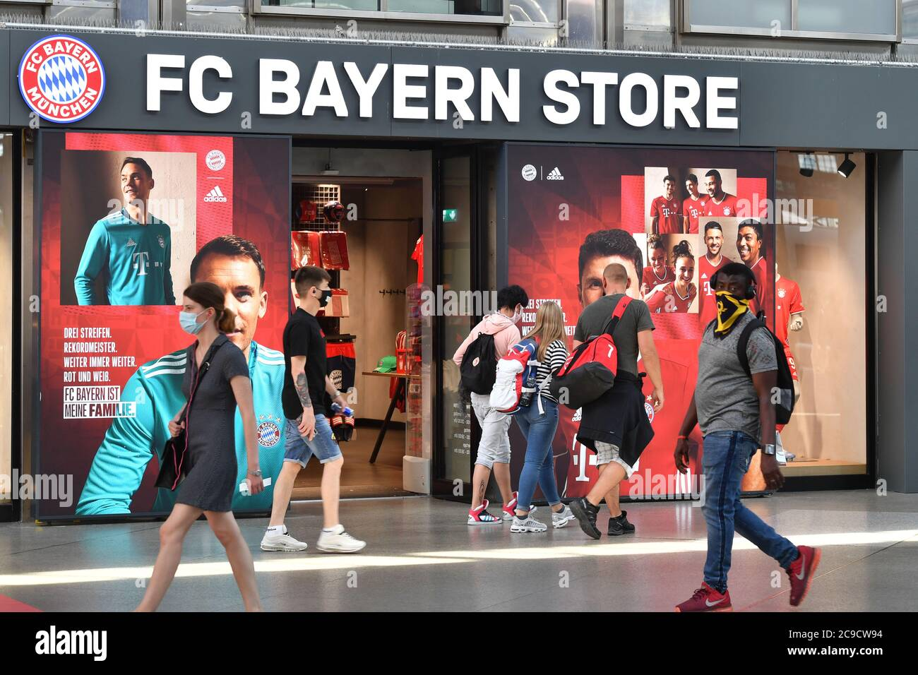 Fc Bayern Munich Fan High Resolution Stock Photography And Images Alamy