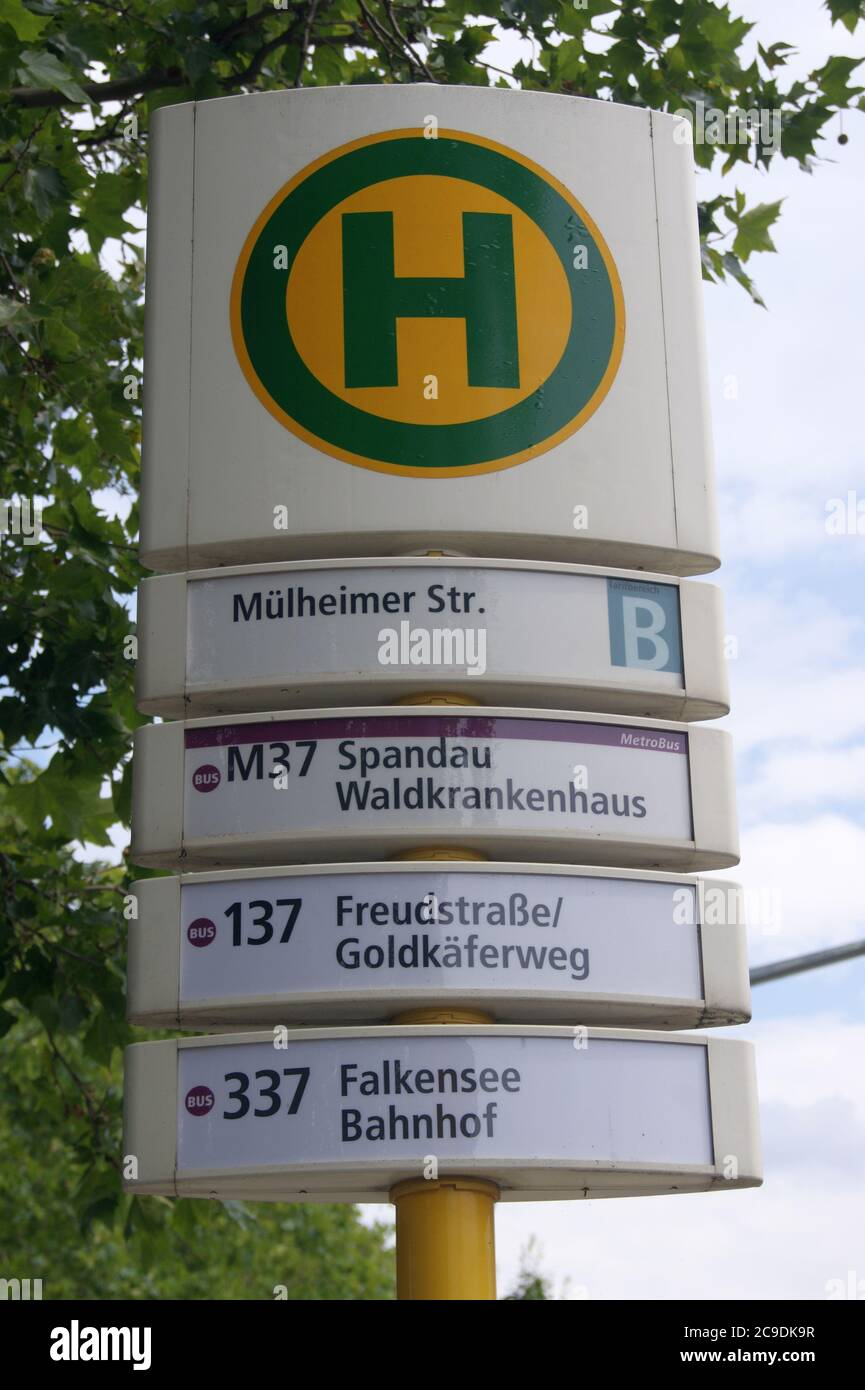 BVG-Haltestelle Mülheimer Straße im Falkenhagener Feld in Berlin-Spandau Stock Photo