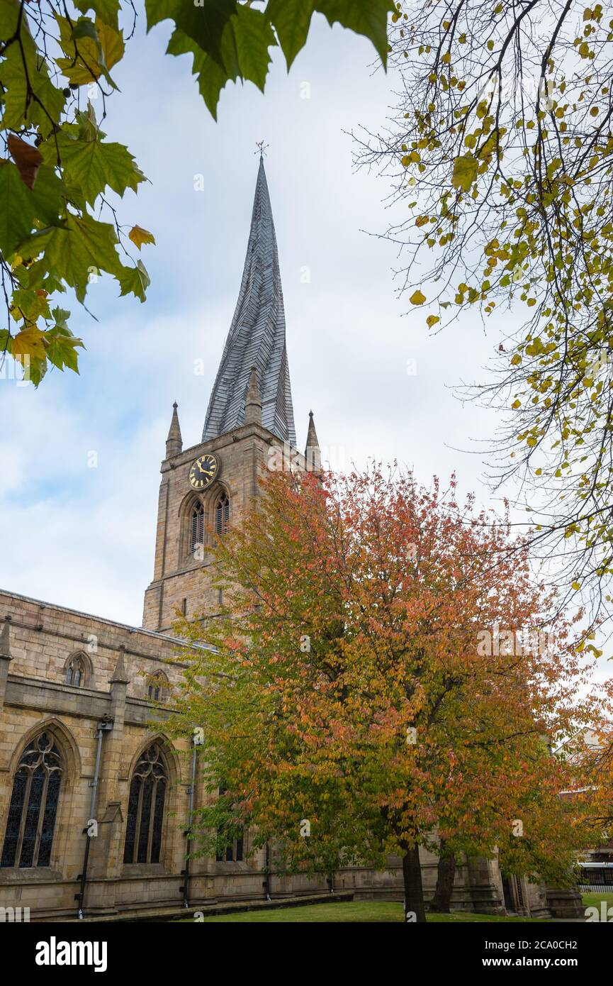 Church of St Mary and All Saints with its crooked spire, Church Way, Chesterfield, Derbyshire, UK Stock Photo