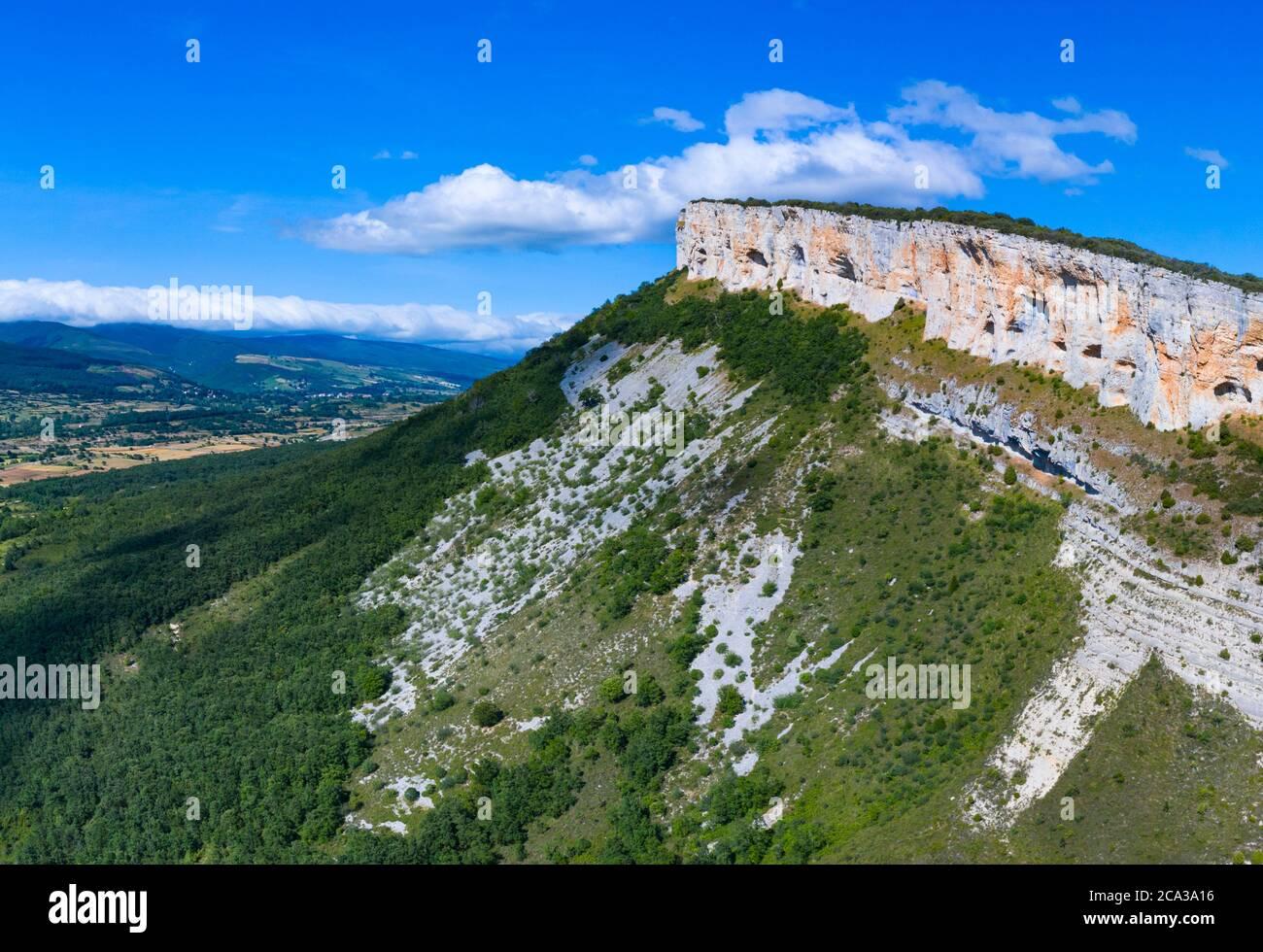 Landscape in Hornillalatorre. Merindad de Sotoscueva. Comarca de Las Merindades. Burgos province. Community of Castilla y León. Spain, Europe. Stock Photo