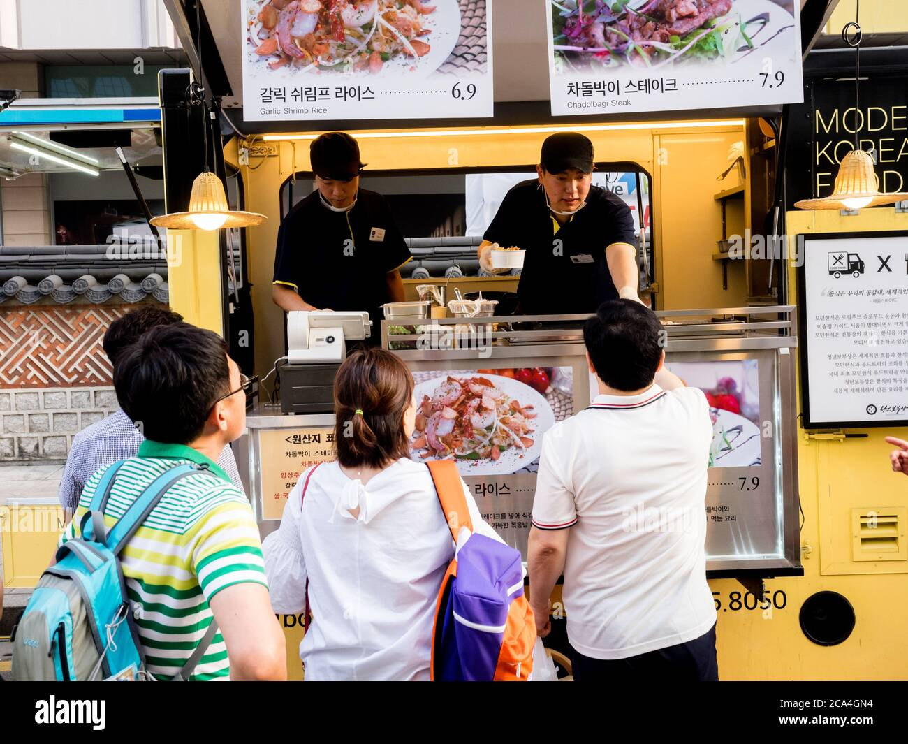 Seoul, South Korea - June 17, 2017: People queuing up at the fast food kiosk at the street near Cheonggyecheon stream in Seoul. Stock Photo