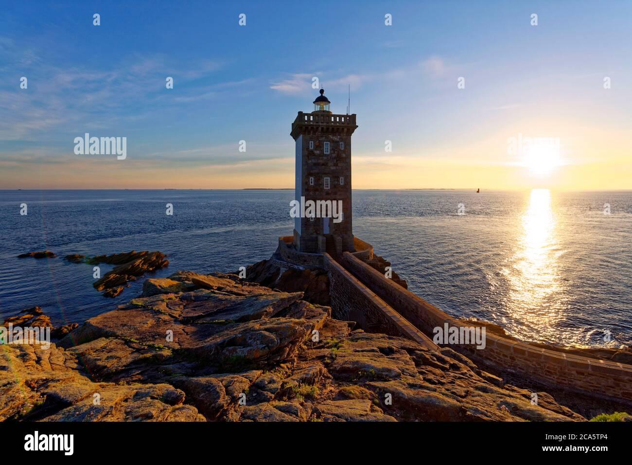 France, Finistere, Iroise see, Armorique Regional natural park, Le Conquet, Kermorvan peninsula, Pointe de Kermorvan and Kermorvan lighthouse Stock Photo