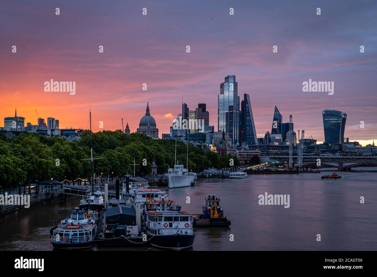 Sunrise in central London, with the sun just appearing, London Stock Photo