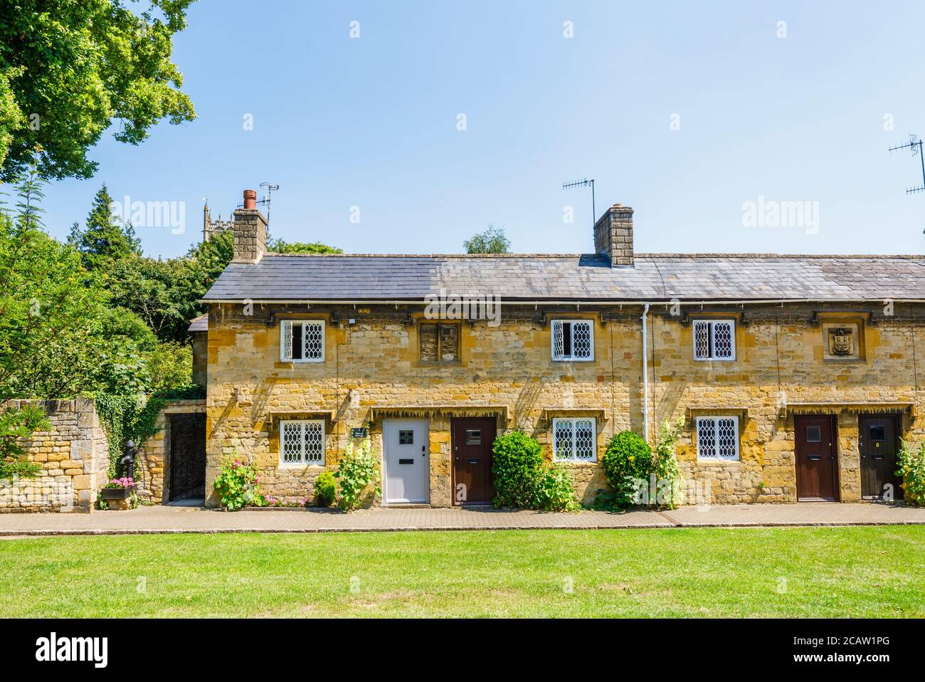 A picturesque row of charming roadside Cotswold Stone cottages in Chipping Campden, a small market town in the Cotswolds in Gloucestershire Stock Photo
