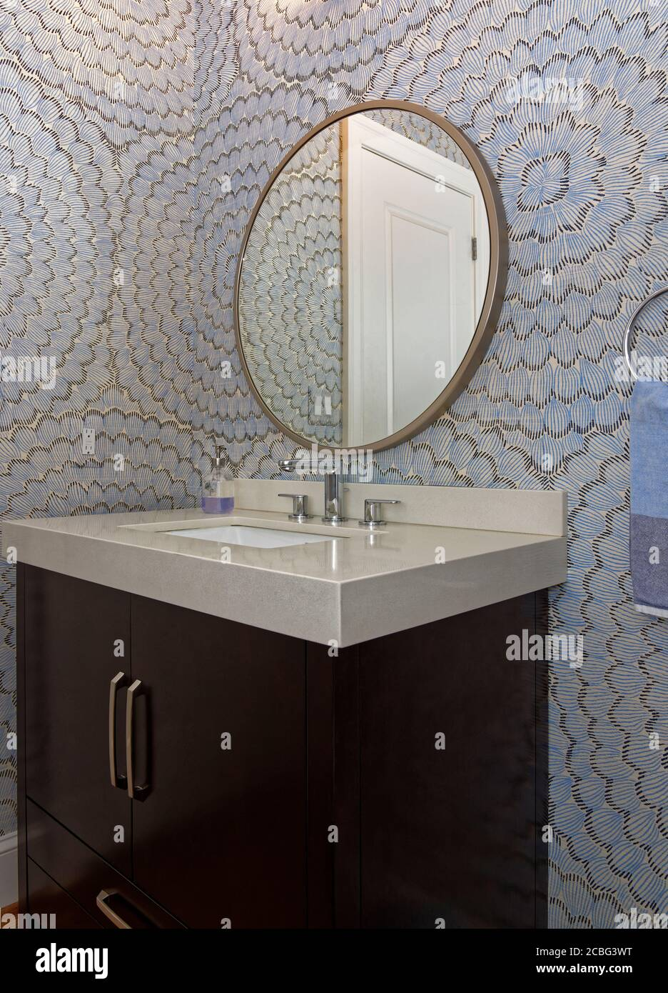 Round Vanity Mirror Bathroom High Resolution Stock Photography And Images Alamy