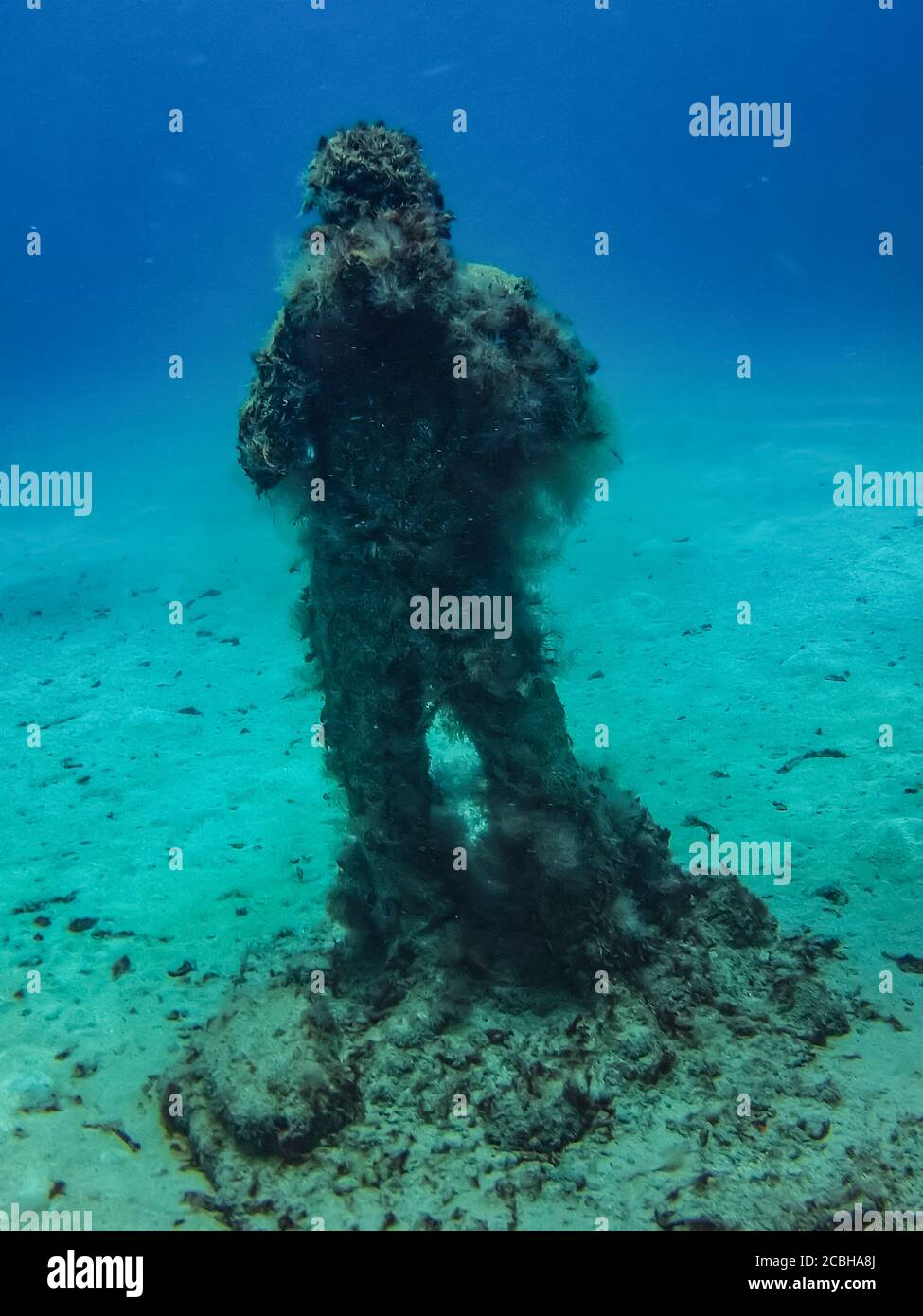 """""""Foto Op"""" sculpture of an underwater photographer by Jason deCaires Taylor in the Museo Atlantico underwater museum off Playa Blanca, Lanzarote. Stock Photo"""