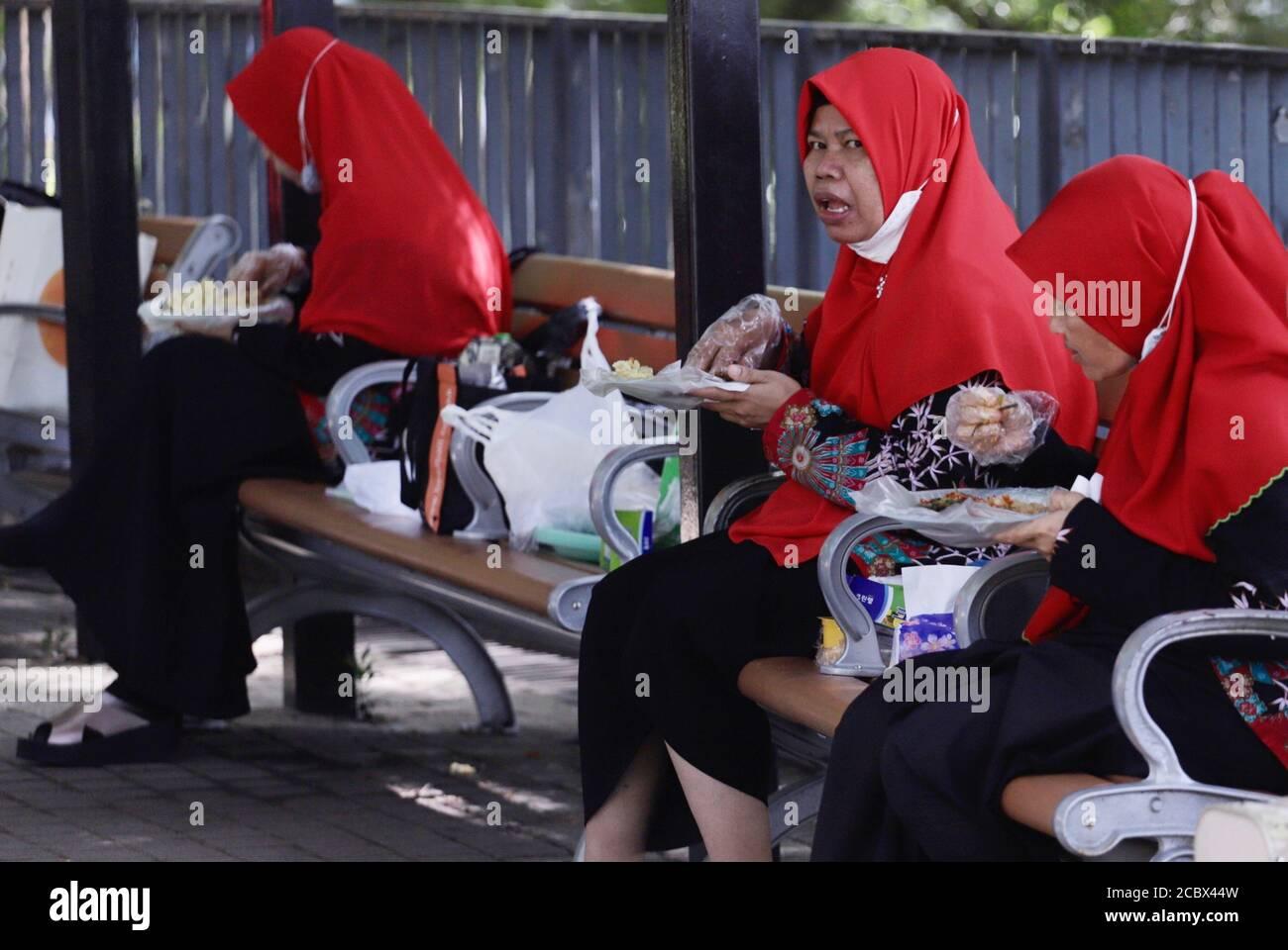Hong Kong China 16th Aug 2020 Indonesian Domestic Helpers Eats At The Park On Holiday Hong