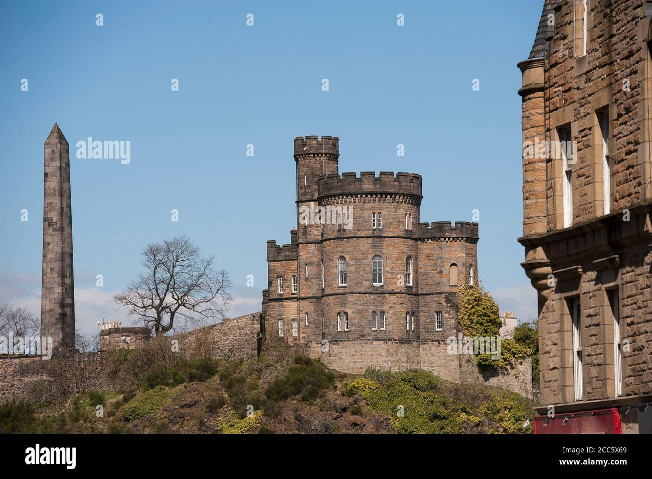 Scottish Government's Governor's House on Calton Hill with the Political Martyrs' Monument behind, Edinburgh, Scotland. Stock Photo