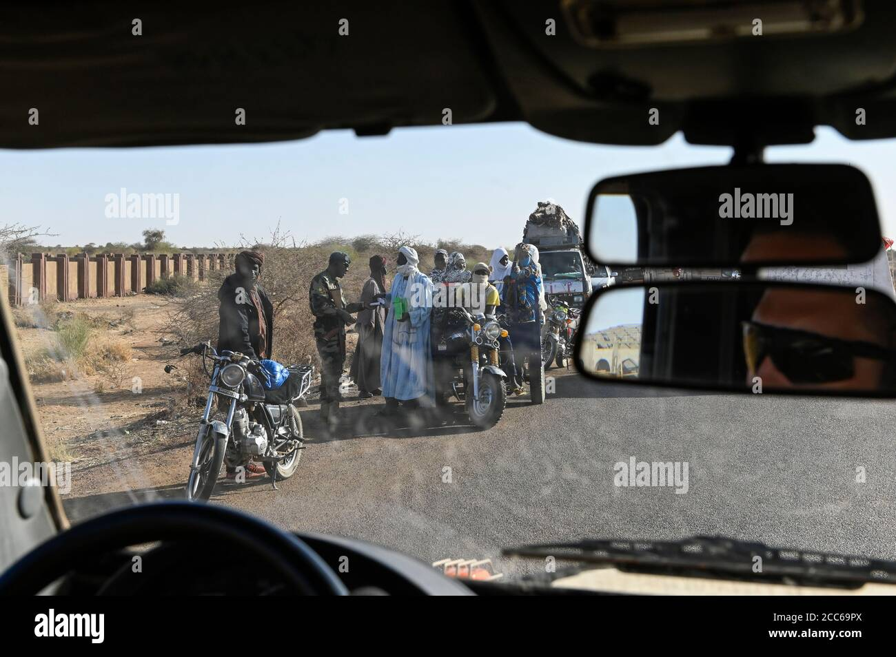 MALI, Gao, Minusma UN peace keeping mission, Camp Castor, german army Bundeswehr, patrol , passing a checkpost of FAMa malian armed forces Stock Photo