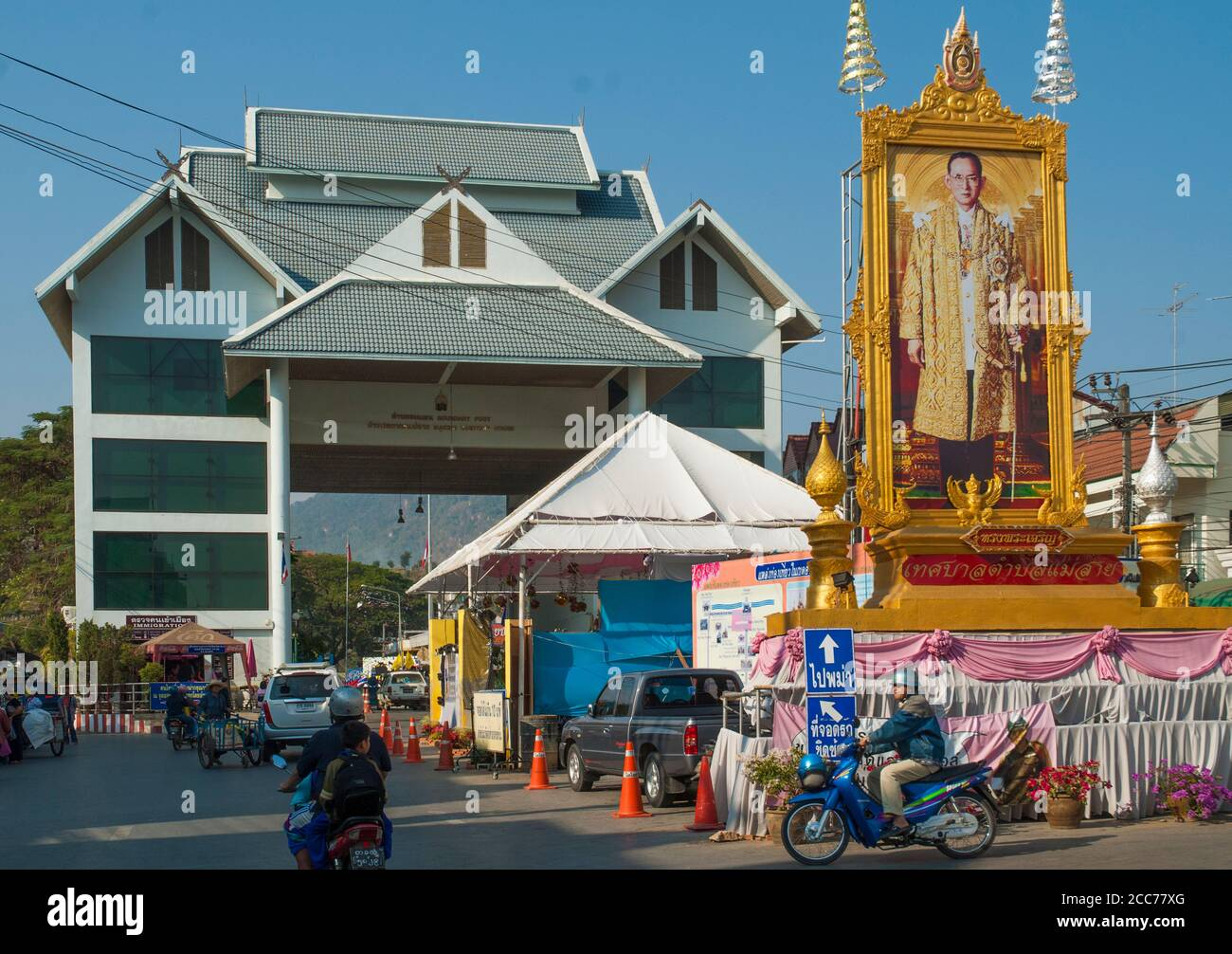 Frontier checkpoint at Mae Sai on the Thai border with Myanmar. Note the large portrait of the late King Bhumibol (Rama IX). Stock Photo