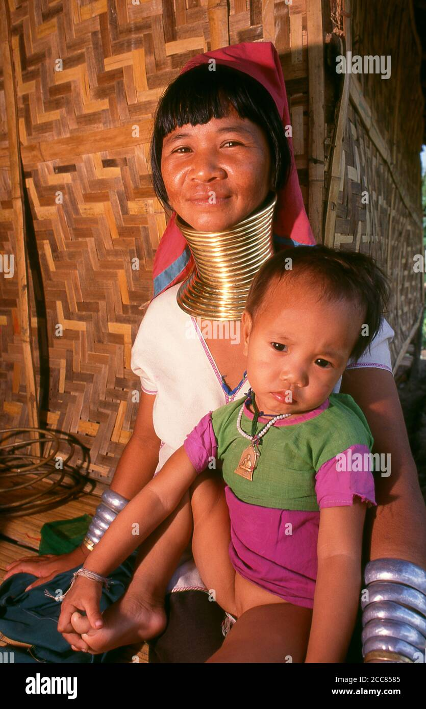 Thailand: Padaung (Long Neck Karen) girl weaving, Chiang Mai Province, northern Thailand. The Padaung or Kayan Lahwi or Long Necked Karen are a subgroup of the Kayan, a mix of Lawi, Kayan and several other tribes. Kayan are a subgroup of the Red Karen (Karenni) people, a Tibeto-Burman ethnic minority of Burma (Myanmar). Stock Photo