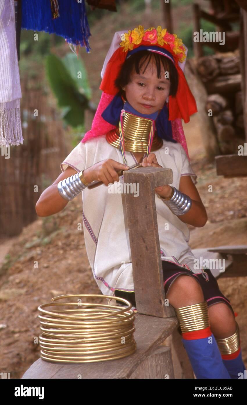 Thailand: Padaung (Long Neck Karen) woman in a village near Mae Hong Son, northern Thailand. The Padaung or Kayan Lahwi or Long Necked Karen are a subgroup of the Kayan, a mix of Lawi, Kayan and several other tribes. Kayan are a subgroup of the Red Karen (Karenni) people, a Tibeto-Burman ethnic minority of Burma (Myanmar). Stock Photo