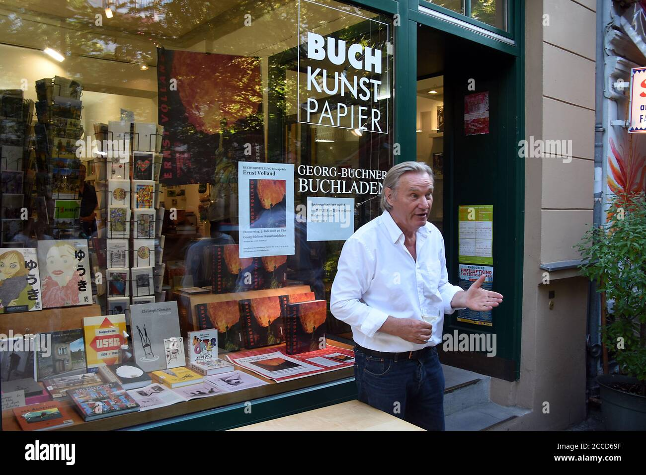 Germany. 05th July, 2018. Book presentation and discussion with Ernst Volland (German artist, photographer, caricaturist, gallery owner, curator) in the Georg Büchner Kunstbuchladen, Wörther Straße 17/18, Prenzlauer Berg district in the Berlin-Pankow district, taken on 05.07.2019. Credit: Manfred Krause Credit: Manfred Krause//-/dpa/Alamy Live News Stock Photo