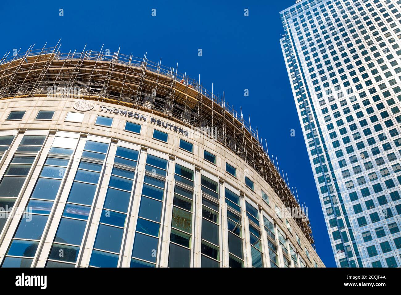 Thomson Reuters building getting renovated and One Canada Square on the right, Reuters Plaza, Canary Wharf, London, UK Stock Photo