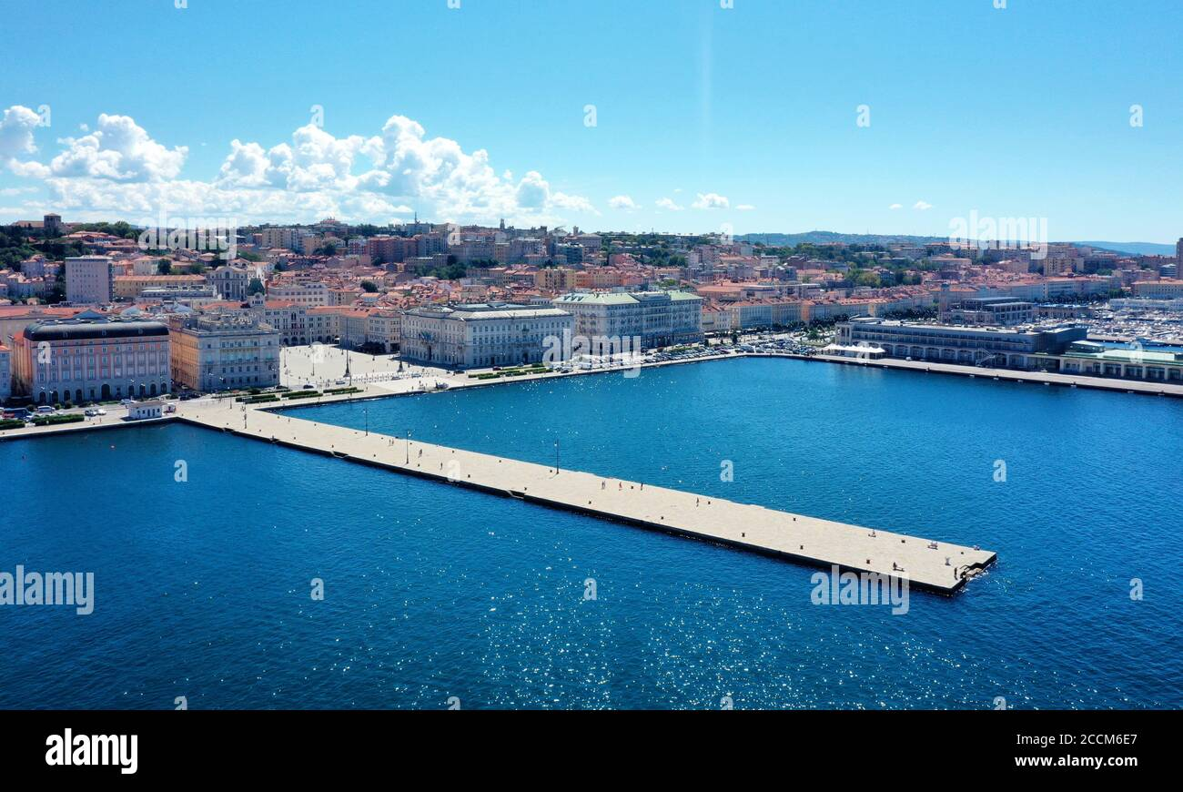 Trieste: Molo Audace e Piazza Unità d'Italia in a panoramic view from above during sunny day with blue  sea and sky Stock Photo