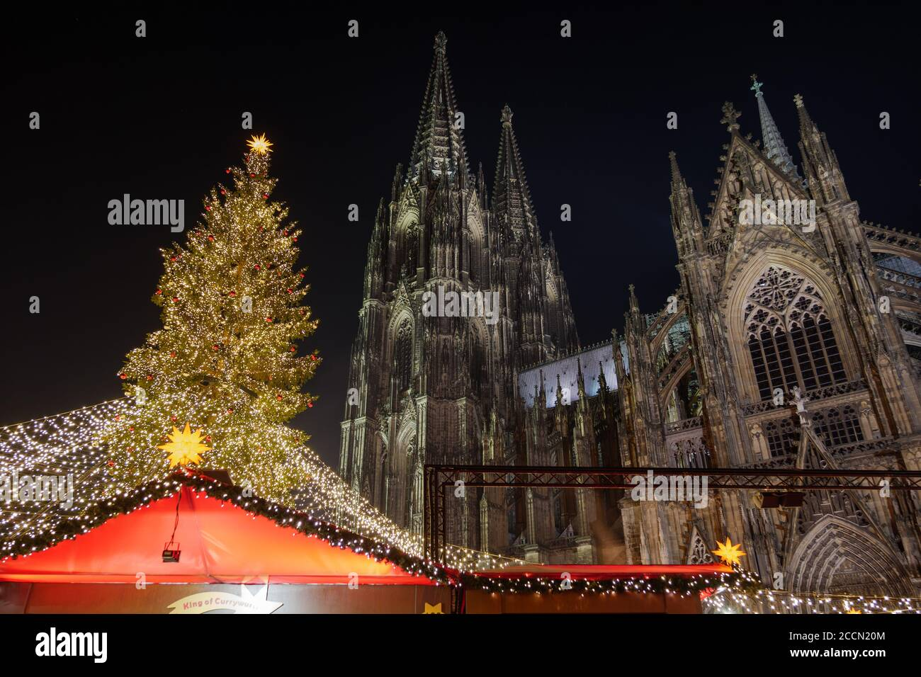 Night Scenery And Low Angle View Of Huge Christmas Tree And Cologne Cathedral During Weihnachtsmarkt Christmas Market In Koln Germany Stock Photo Alamy