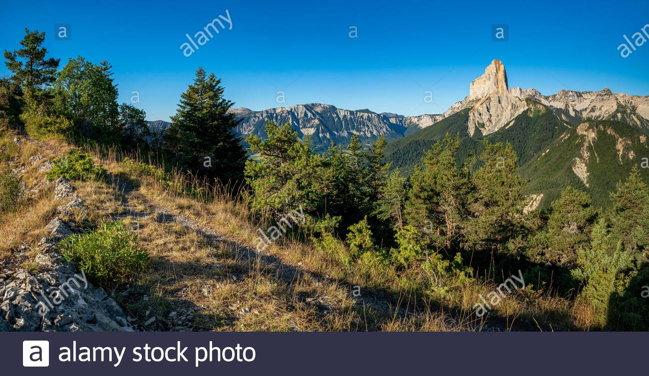 Trieves : view of the Mont Aiguille and the Hauts Plateaux du Vercors natural reserve from the Goutarou viewpont Stock Photo