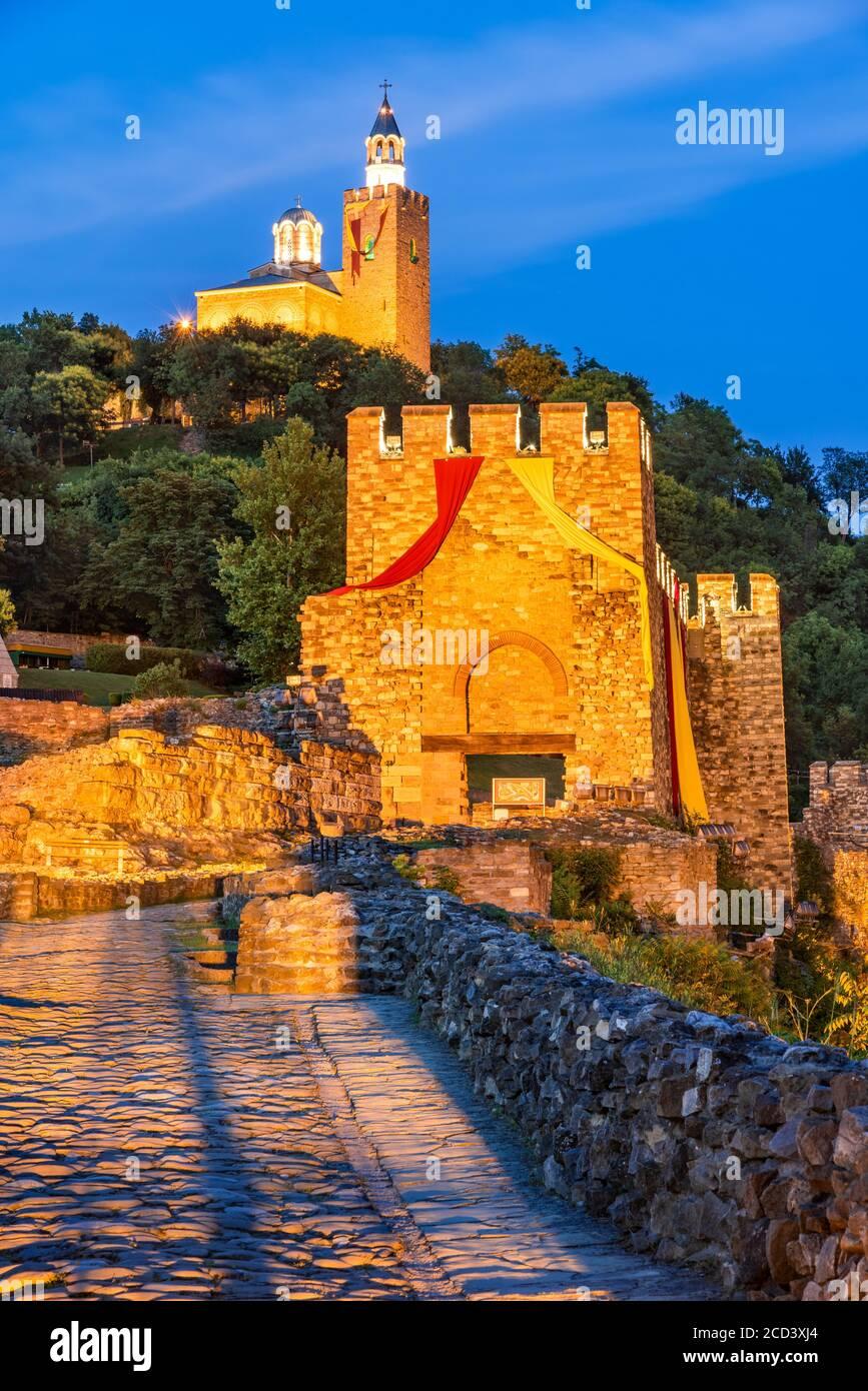 Veliko Tarnovo, Bulgaria. Stunning twilight colors with Tsarevets Fortress. Stock Photo