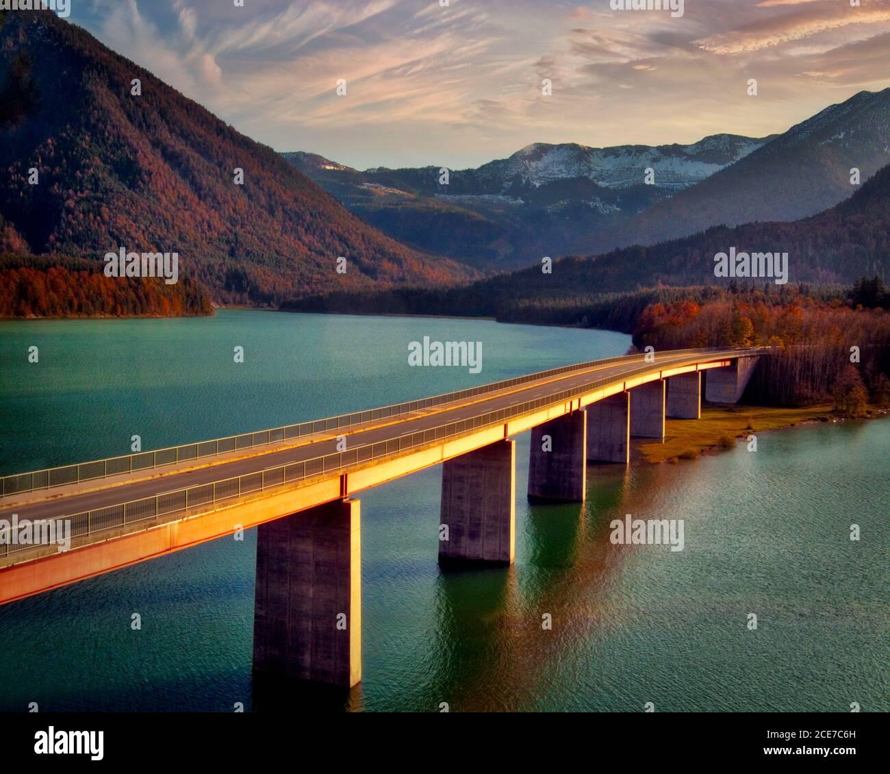DE - BAVARIA: Bridge over Sylvenstein Reservoir with Karwendel Mountains in background Stock Photo