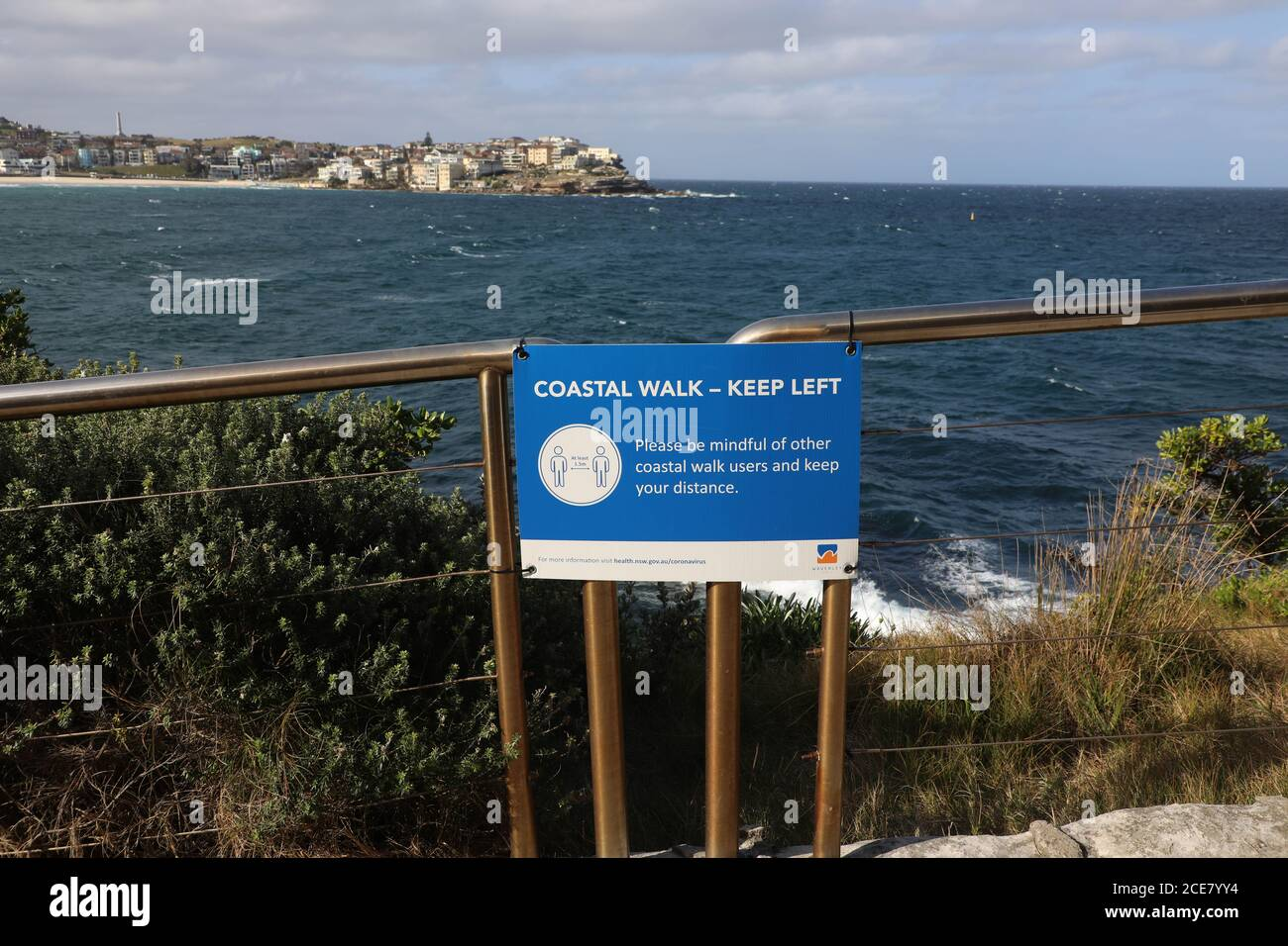 Sydney, Australia. 31st August 2020. Waverley Council in Sydney's eastern suburbs has put signs up along the Bondi to Coogee coastal walk to promote social distancing of at least 1.5 metres. Credit: Richard Milnes/Alamy Live News Stock Photo