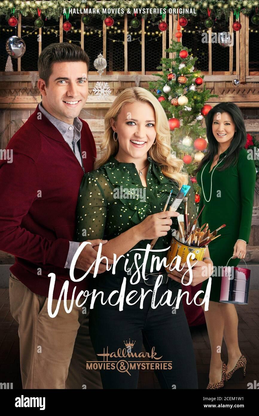 RYAN ROTTMAN, EMILY OSMENT, KELLY HU, CHRISTMAS WONDERLAND, 2018 Stock  Photo - Alamy