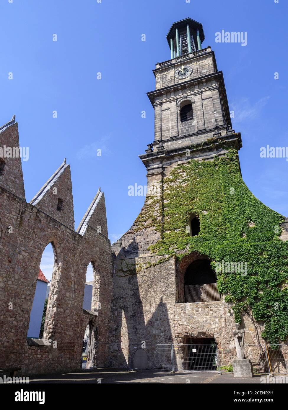 Ruine der Aegidienkirche - Kriegsdenkmal - in Hannover, Niedersachsen, Deutschland, Europa ruins of Aegidien Curch. war memorial in Hanover, Lower Sax Stock Photo