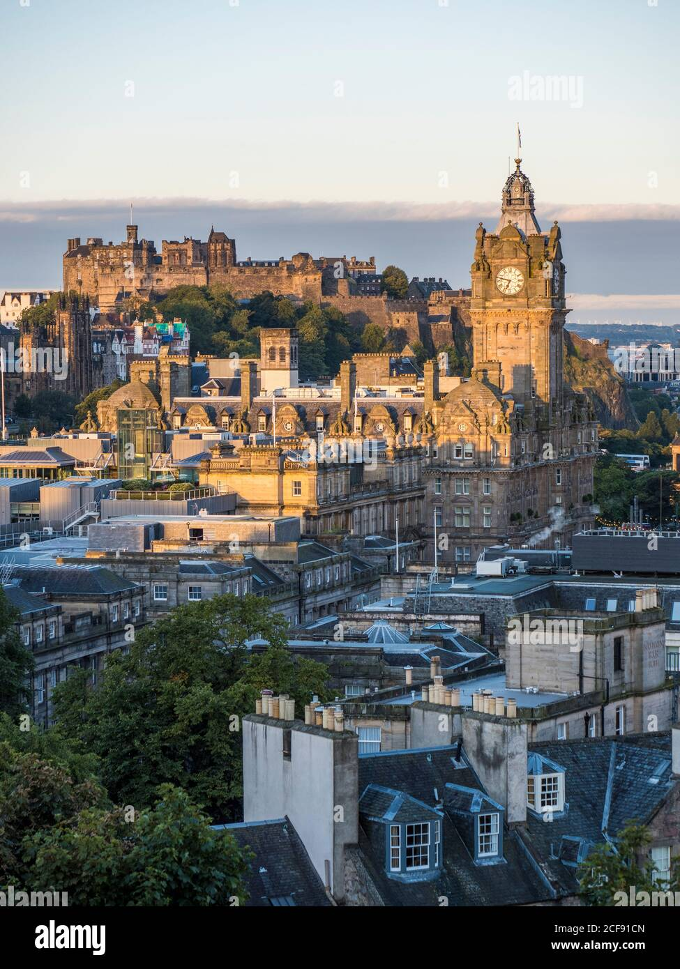 Sunrise, Landscape with the Tower of The Balmoral Hotel, and Edinburgh Castle, Edinburgh, Scotland, UK, GB. Stock Photo