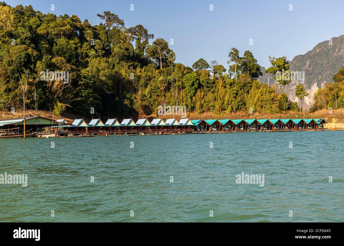 View over footbridge with bungalows (Khao Sok Smiley Lake House) on the water of Ratchaprapha Lake in Khao Sok National Park, Khao Sok, Thailand Stock Photo