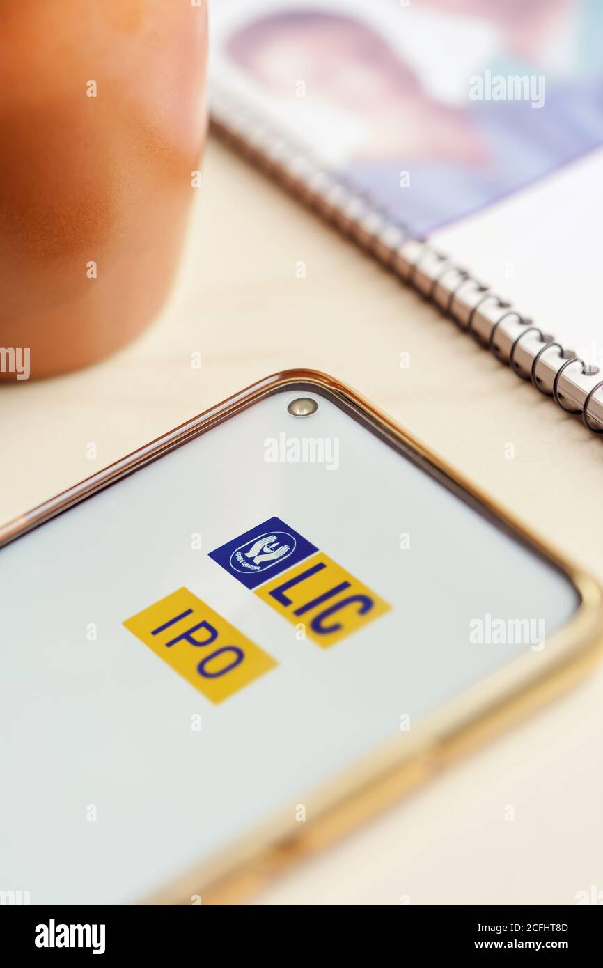 Kolkata West Bengal India September 6 2020 Lic Ipo Background Website Of Life Insurance Corporation Of India Is Opened On A Smartphone Closeup Stock Photo Alamy
