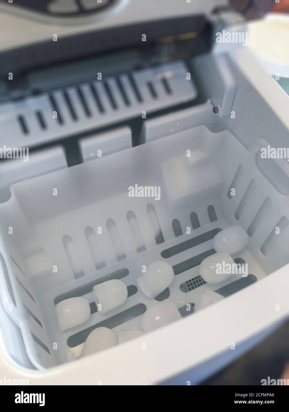 Clean Ice Cubes From Automatic Ice Maker Stock Photo Stock Photo Alamy