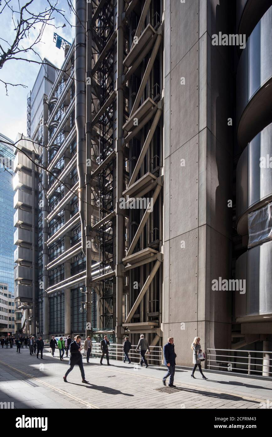 Oblique view south along Lime Street showing concrete diagonal bracing. Lloyd's Building, London, United Kingdom. Architect: Rogers Stirk Harbour + Pa Stock Photo