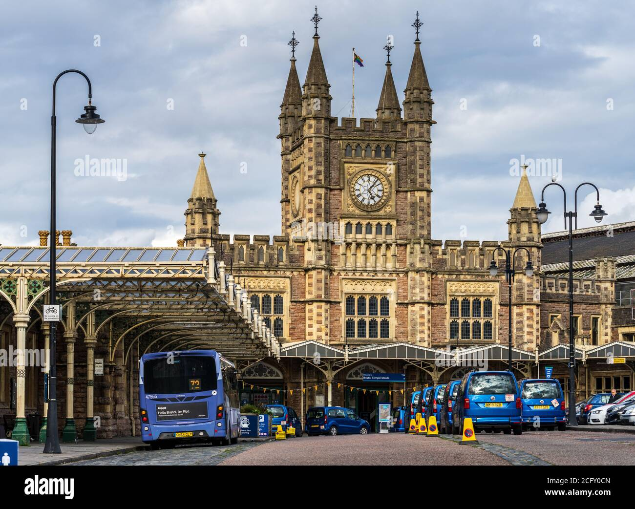 Bristol Temple Meads Station - Taxis outside Bristol Temple Meads Railway Station.  Opened 1840, design engineer Isambard Kingdom Brunel. Grade I. Stock Photo