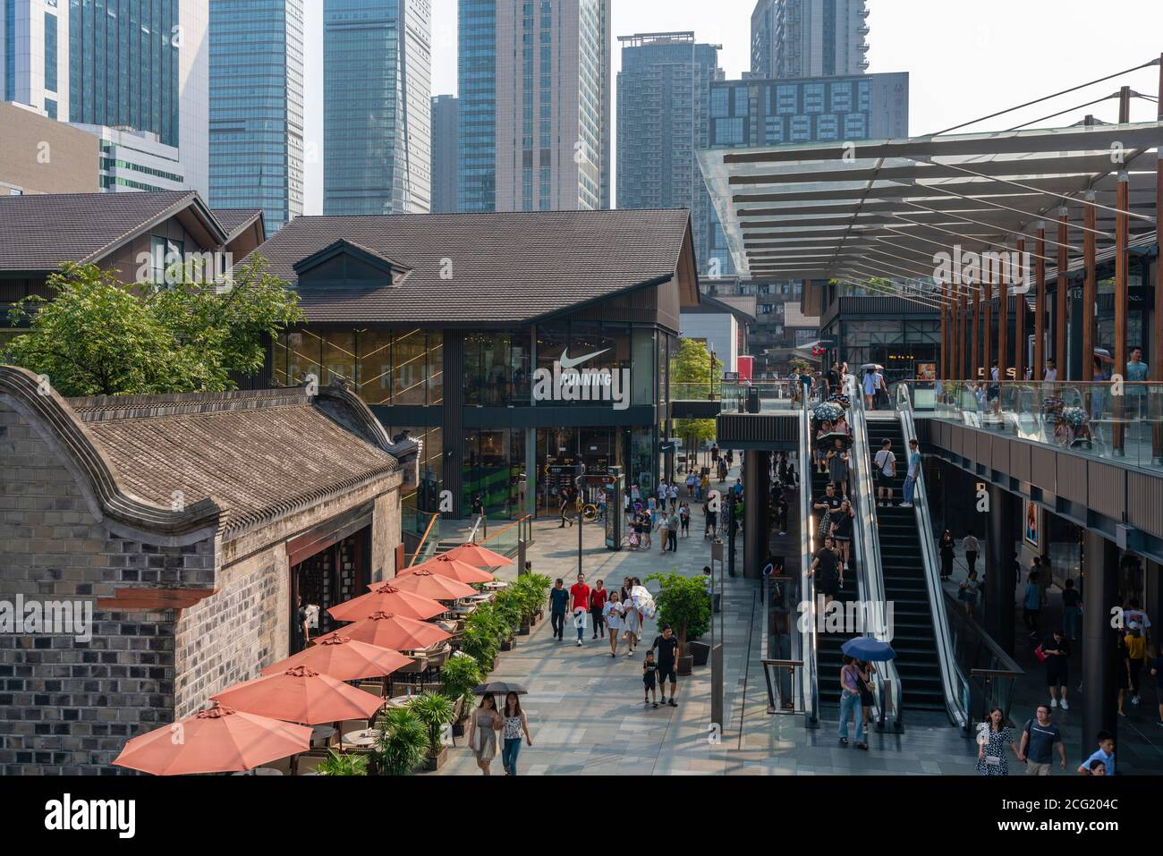 People at Taikoo Li shopping complex in Chengdu Stock Photo