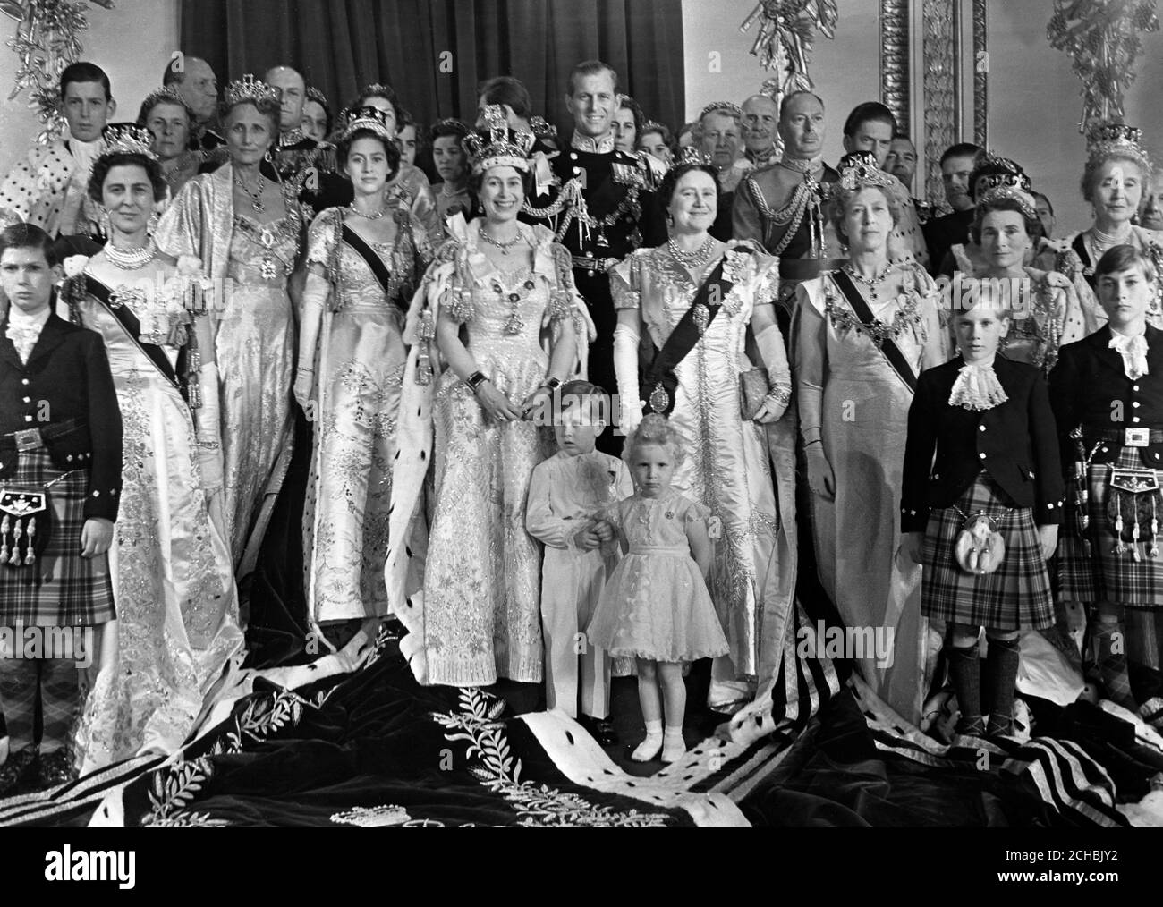 Queen Elizabeth Ii In Her Coronation Robes Photographed With Her Family And Other Members Of The Royal Family In The Throne Room At Buckingham Palace Stock Photo Alamy