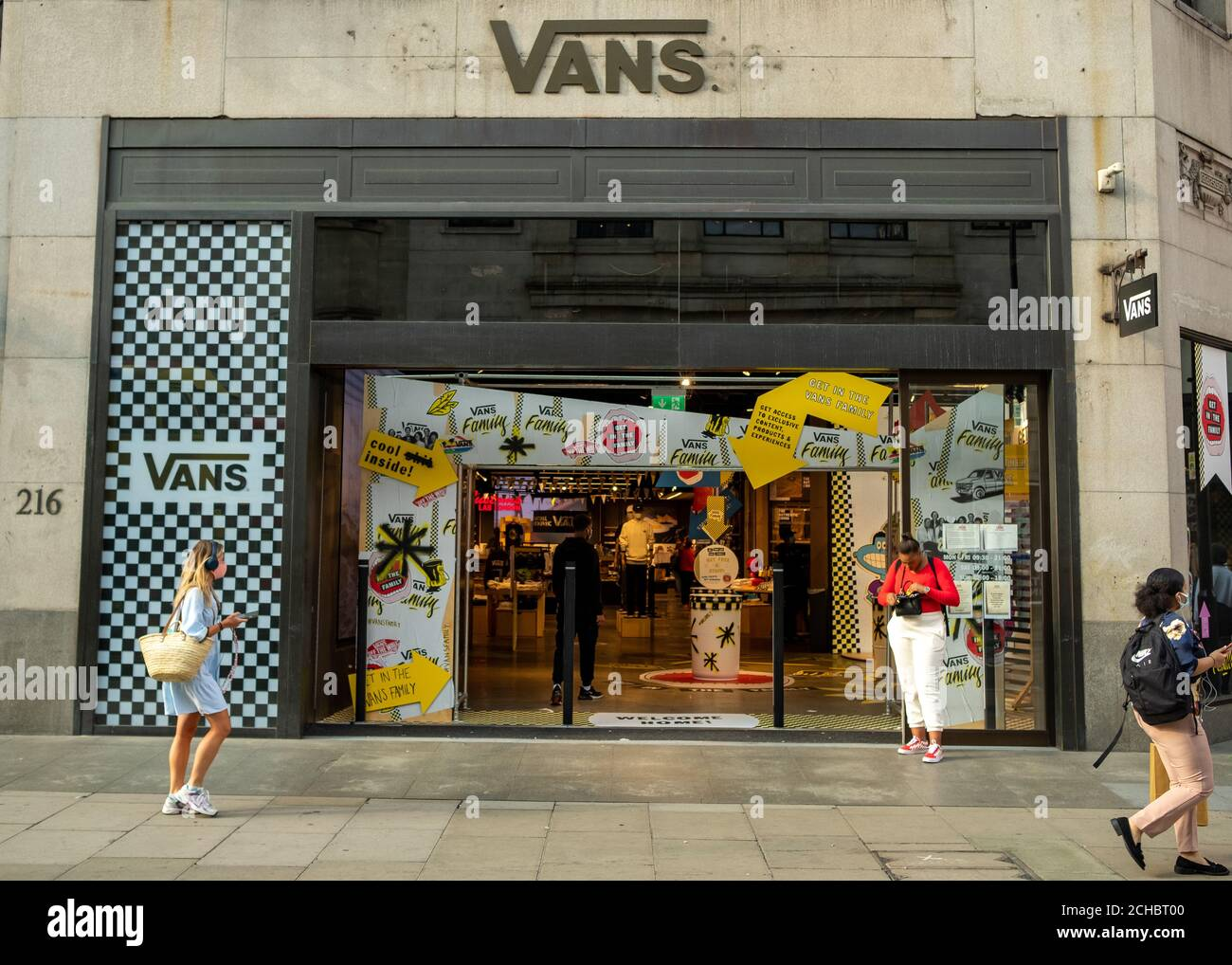 Torrente enfermedad Intermedio  Vans Store High Resolution Stock Photography and Images - Alamy