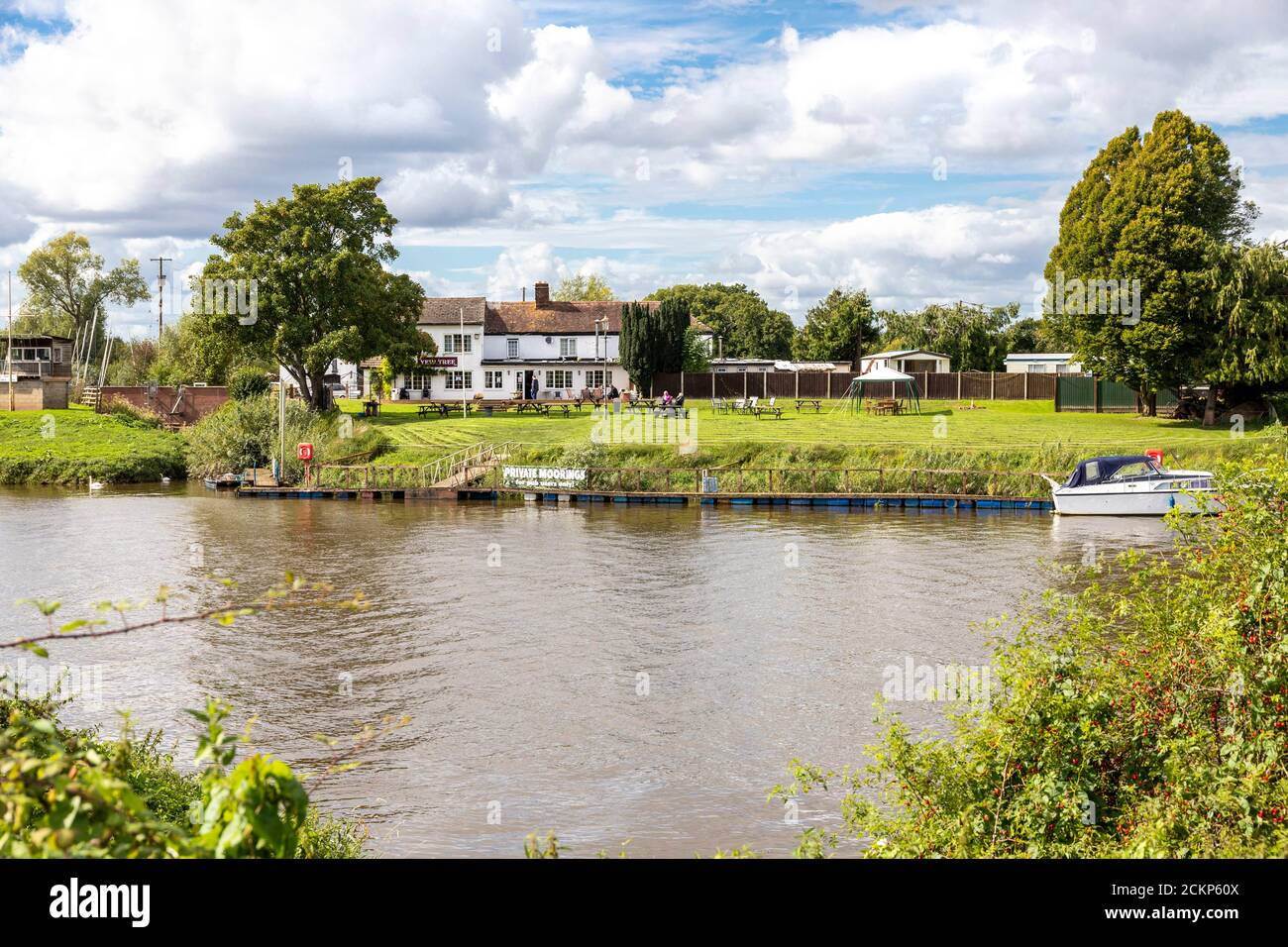 The Yew Tree Inn (Old Ferry Inn) on the banks of the River Severn at Chaceley, Gloucestershire UK Stock Photo