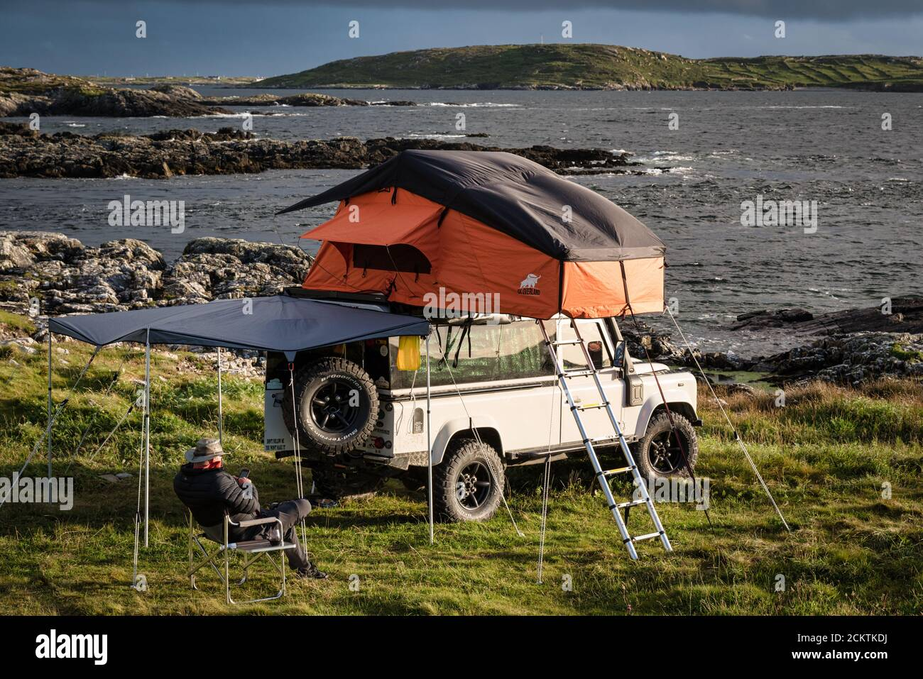 Rooftop Tent Car High Resolution Stock Photography And Images Alamy