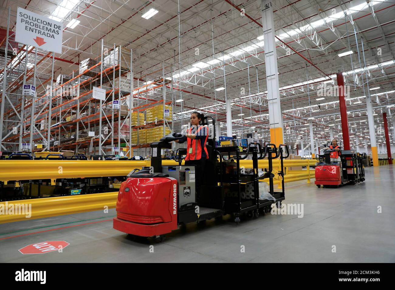 Amazon Warehouse 2019 High Resolution Stock Photography And Images Alamy